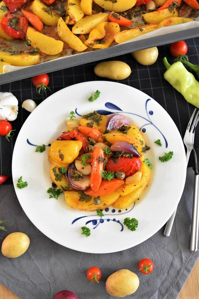 Backofen Kartoffeln mit buntem Gemüse-Vegan-ballesworld