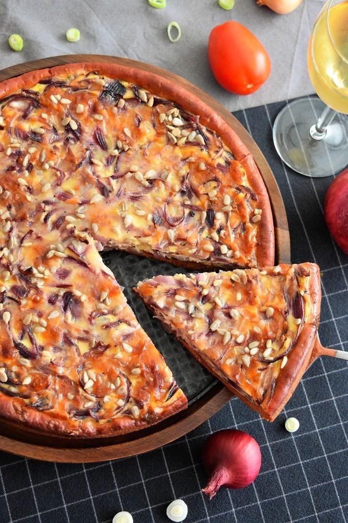 Zwiebelkuchen mit Rote Beete Mehl-Herzhafter Kuchen-ballesworld