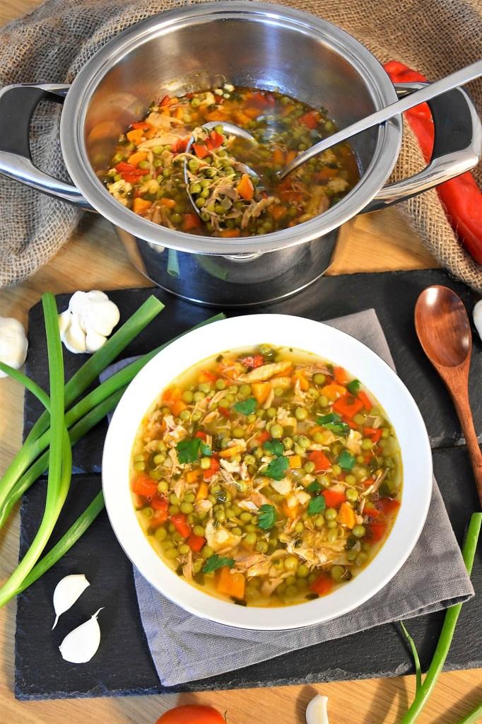 Hähnchenschenkel Erbsen Eintopf-Suppe-ballesworld