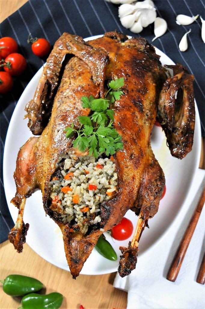 Mit Reis gefüllte Ente-Ofen Ente-ballesworld