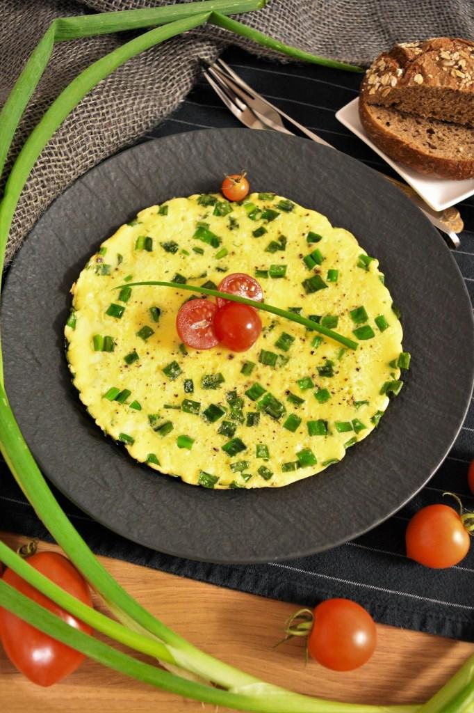Omelett mit Lauchzwiebelgrün -Abendessen-ballesworld