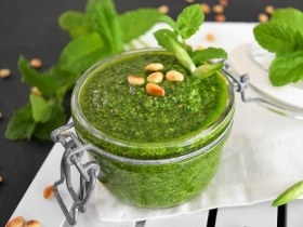 Bärlauch–Minze Pesto-Rezept-ballesworld