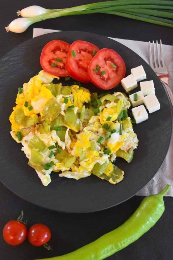 Paprika mit Ei nach mazedonischer Art-Frühstück-ballesworld