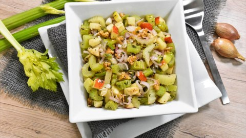 Sellerie Salat nach mediterraner Art-Anrichten-ballesworld