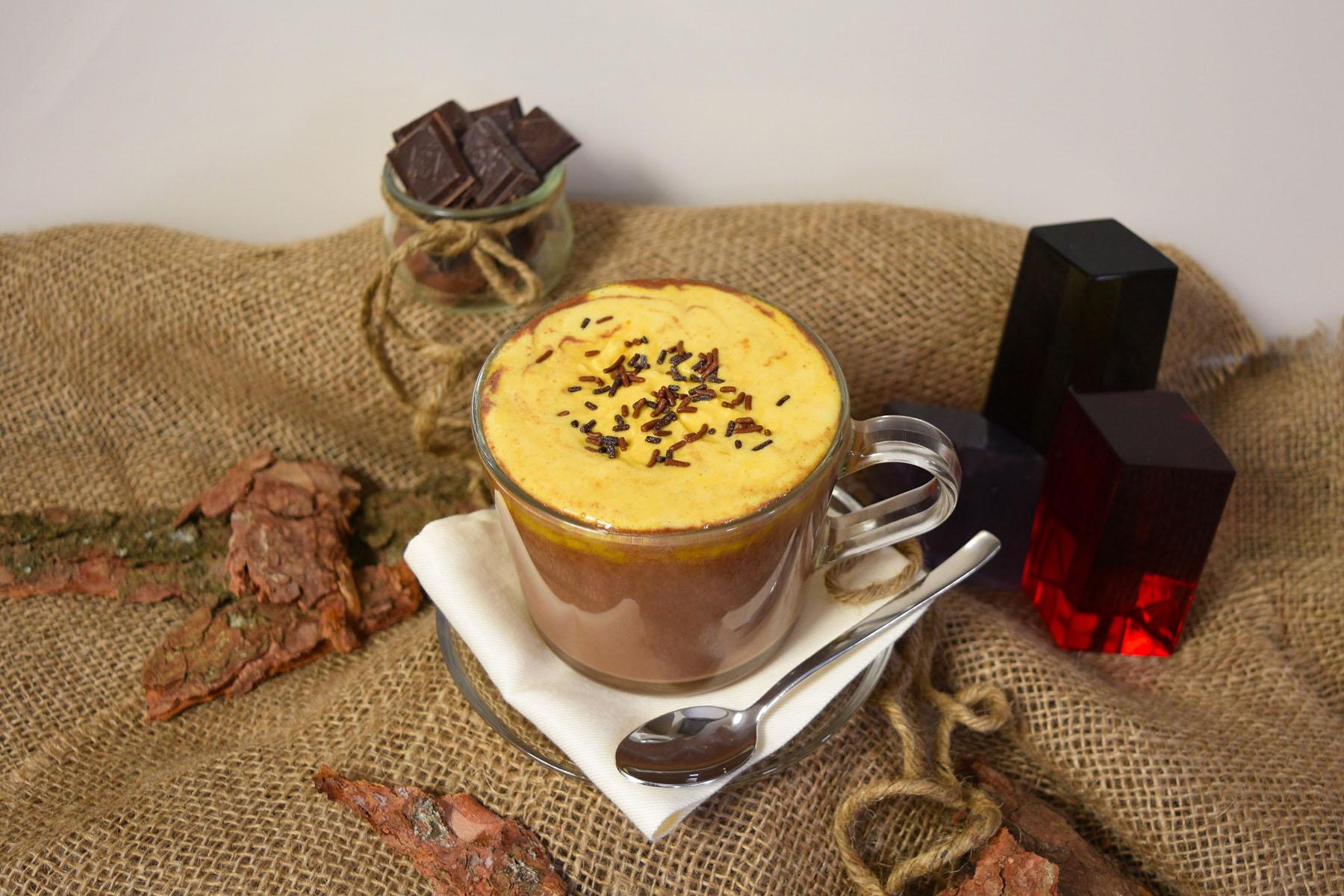 Heiße Schokolade mit Sanddornhaube