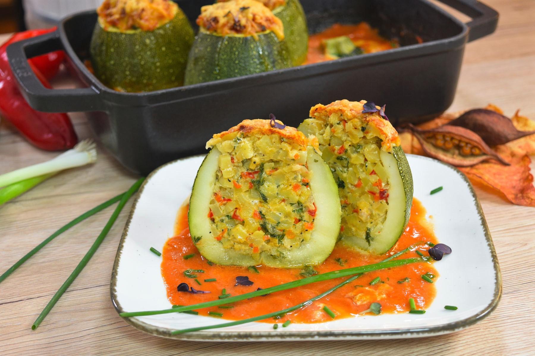 Runde Zucchini mit Kartoffeln gefüllt