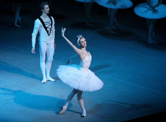 Olga Smirnova and Semyon Chudin, Swan Lake, Bolshoi Confidential Review
