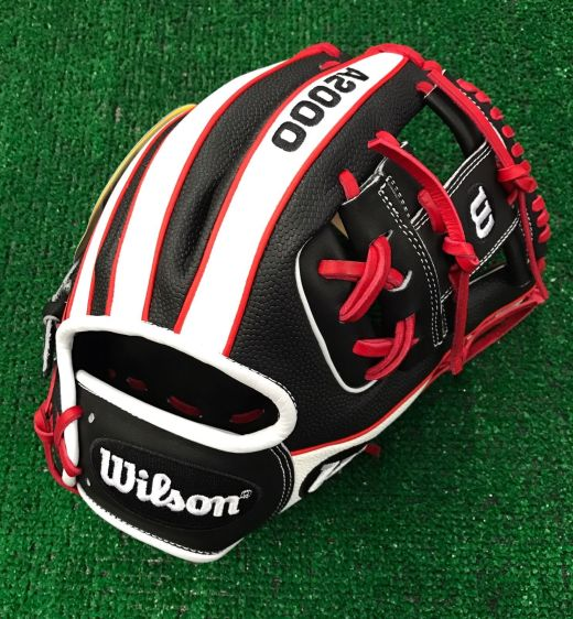 Wilson Glove of the Month February 2017: Two Colors of Super Skin?