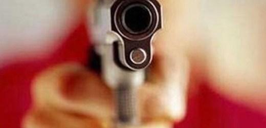 असिस्टेंट बैंक मैनेजर को मारी गोली, मऊ रेफर