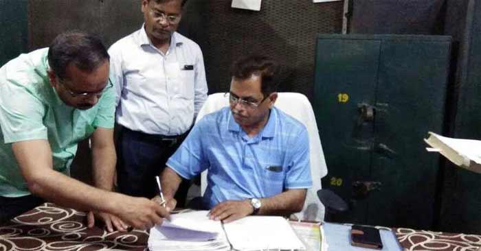 नवागत डीएम सुरेन्द्र विक्रम ने संभाला कार्यभार