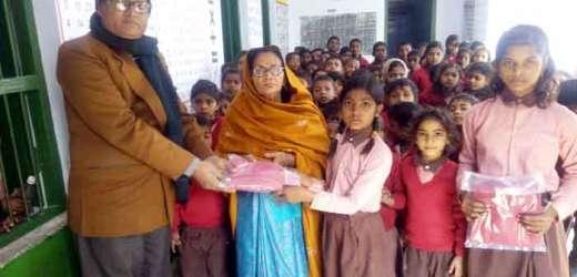 159 छात्र-छात्राओं में स्वेटर वितरित