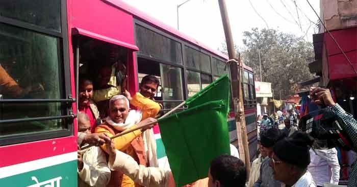 विधायक ने झण्डी दिखा कर रवाना किया मथुरा के लिए सरकारी बस