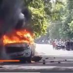 BHU परिसर में बवाल, छात्रों ने फूंकी गाड़ियां