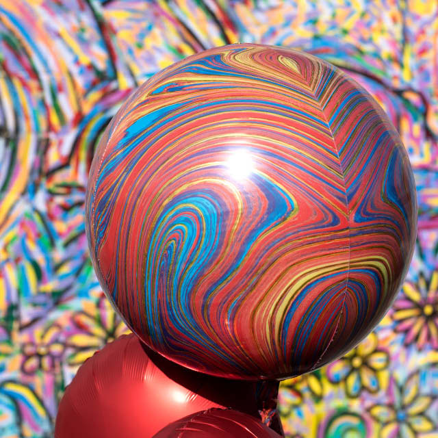 Helium Ballon Bol 40 CM Marblez, heliumballon zo rond als strandbal, heliumballon gemarmerd, ballon rond, ronde folieballon
