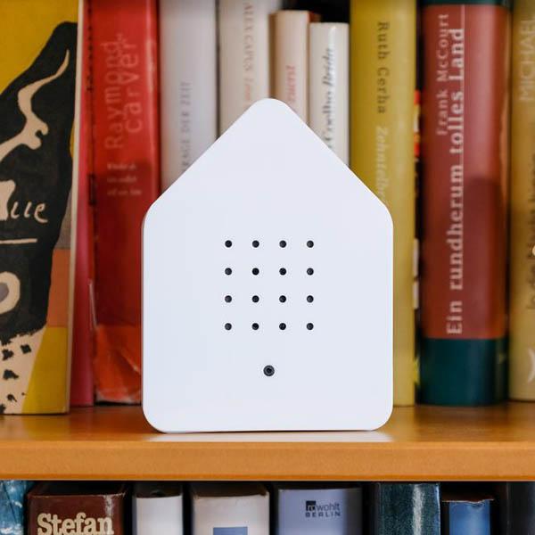 Zwitscherbox Weiß B 110 x H 145 x T 35mm Plexiglas Dekobeispiel 1