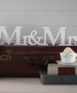 Schriftzug Mr & Mrs, Holz weiß, freistehend, 45 x 10 x 2,5 cm
