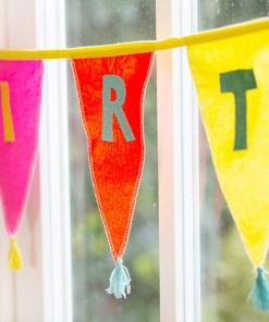 Wimpelkette HAPPY BIRTHDAY, Stoff uni-bunt, Stick bunt, Wolltroddeln, 29 x 300 cm, Detail