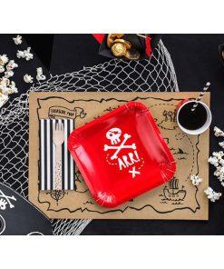 Pappteller ''ARR!'' mit Totenkopf, quadratisch, rot-weiss, 6er Pack, 20 x 20 cm, Dekobeispiel