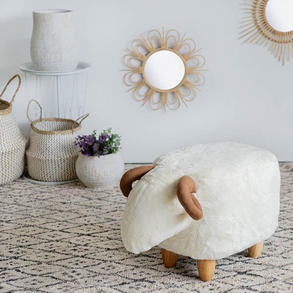 Hocker Le Mouton, Schafform, Polyester weiss, Beine Holz natur, 36x32x62, Dekobeispiel