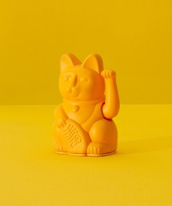 Lucky Cat mini, Kunststoff dunkelgelb, 1x AA-Batterie (nicht enthalten), 6,7 x 5,2 x 9,8 cm, Dekobeispiel