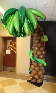 tropical balloon palm tree with snake, by Balloonopolis, Columbia, SC
