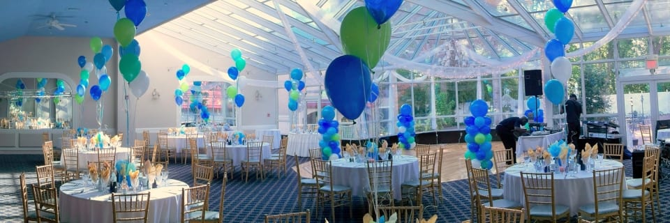 Ocean colors theme table centerpieces (balloon bouquets)