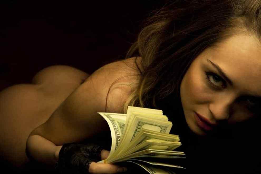 why money turns on women