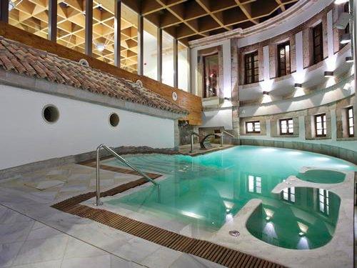 Balneario real las caldas villa termal oviedo asturias for Piscinas oviedo