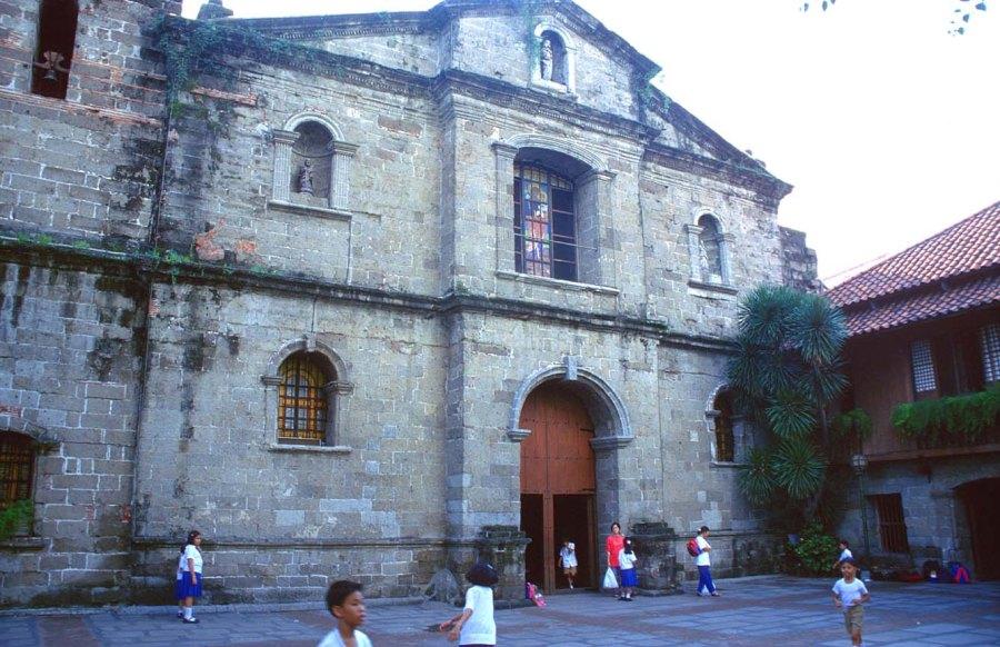 Nhà thờ San Jose rất đẹp nằm trong Intramurous