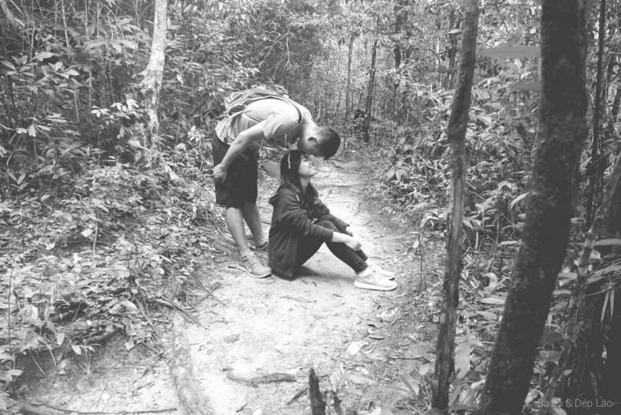 Shot hình ngẫu hứng của vợ chồng mình trên đường đến Suối Đá Bàn