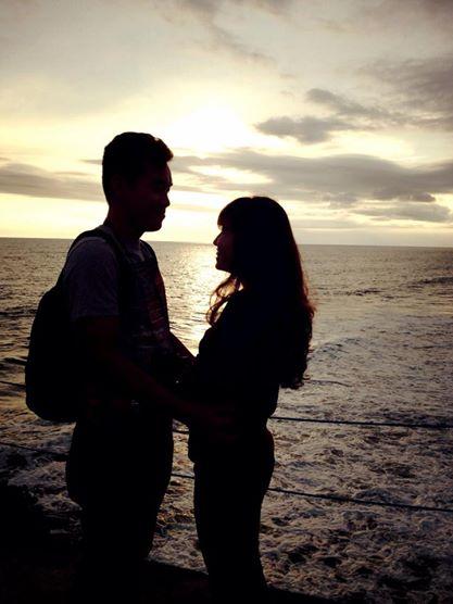 Yogi dễ thương chụp hình lưu niệm cho vợ chồng mình