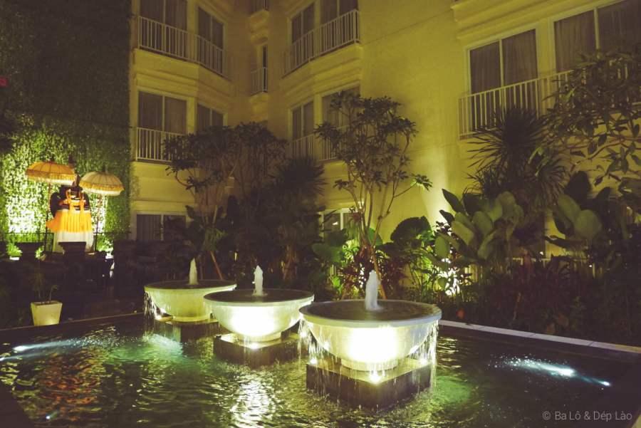 Khu vực vòi phun nước bên trong Holiday Inn Express Kuta Square