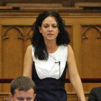 Köpni-nyelni nem tudott Orbán:  a nap, amikor néma csendben kellett tűrnie az ellenzéki képviselőnő vádbeszédét