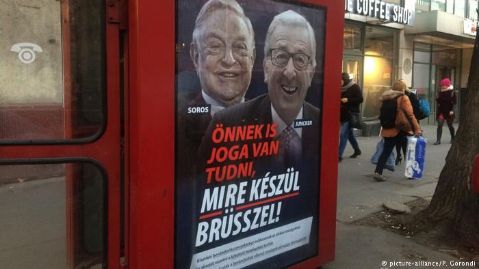 Bajban van Orbán - Junckernek megmutatták a legújabb plakátokat és visszaüt az európai politikus