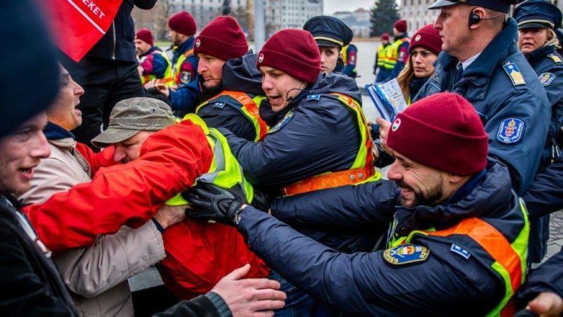 Megjött az ítélet - Börtönbe küldheti a hatalom az 5 gyermekes apát,  mert kiállt a Kossuth téren a rabszolgatörvény ellen