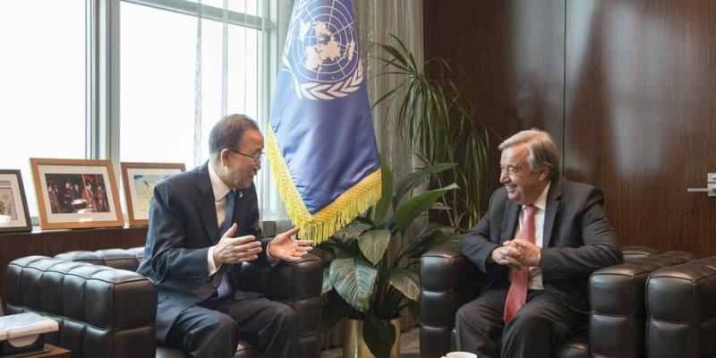Secretary-General Ban Ki-moon (left) meets with António Guterres, Secretary-General-designate.