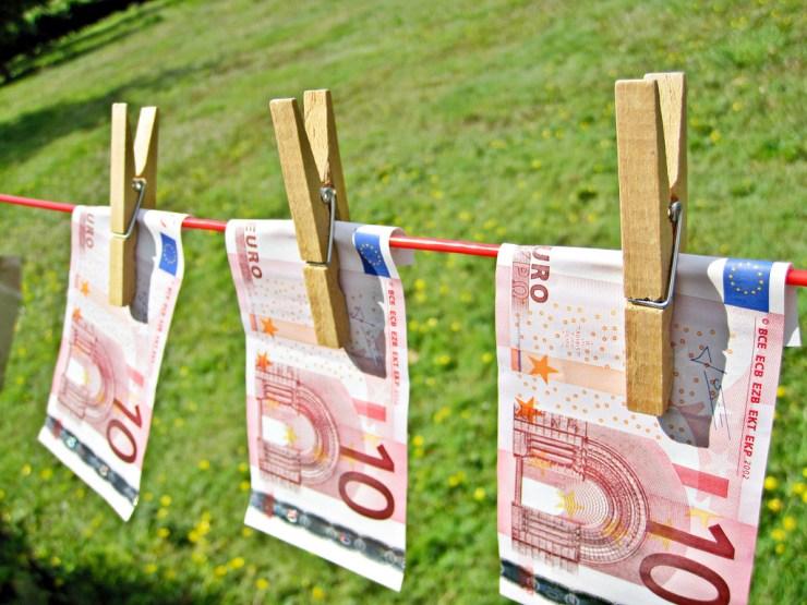 skolos refinansavimas