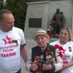 Организаторы «Бессмертного полка» зажгли Вечный огонь у памятника Воину-освободителю в Таллине
