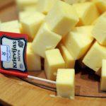 """Скандал! До каких пор в Латвии будут продавать сыр """"Российский?!"""