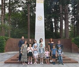 КСОРС Нидерландов возложил цветы на мемориале «Советское Поле Славы»