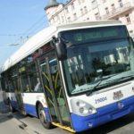 Латвийцев призывают пересесть на велосипеды – общественный транспорт несет риски