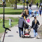 Назван средний расход домохозяйств на одного человека в Латвии