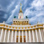 Гроза и сильный ветер сохранятся в Москве до утра субботы