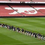 Игроки и тренер «Арсенала» встали на колени в память о погибшем Флойде