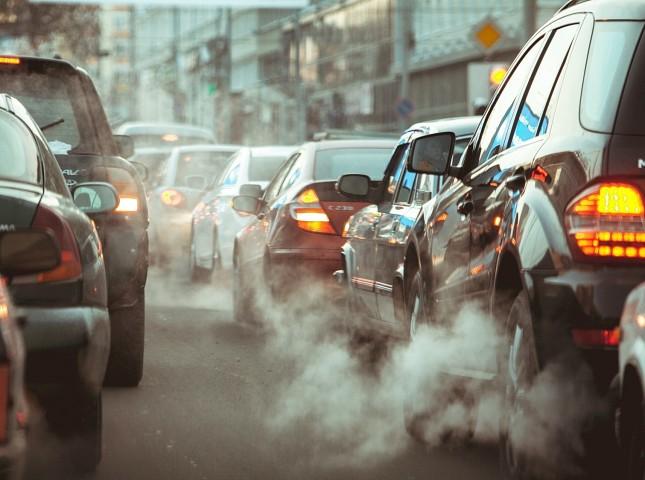 Коронавирус более чем на треть снизил вредные выбросы от транспорта