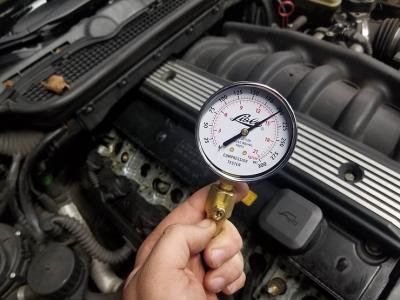 Почему при покупке подержанной машины нужно обязательно измерить компрессию мотора