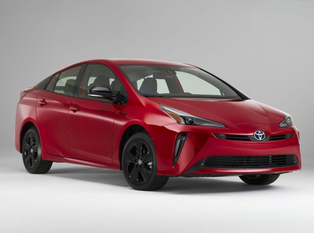 Toyota отметила 20-летие Prius юбилейной спецсерией