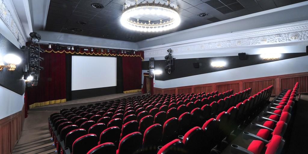 В Москве в июле планируют открыть театры и кинотеатры