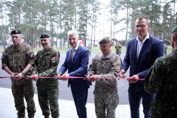 На Адажской военной базе в Латвии открыли новые казармы. Что там внутри? (фото)