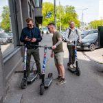 Эстонские власти взялись за водителей электросамокатов: что изменится
